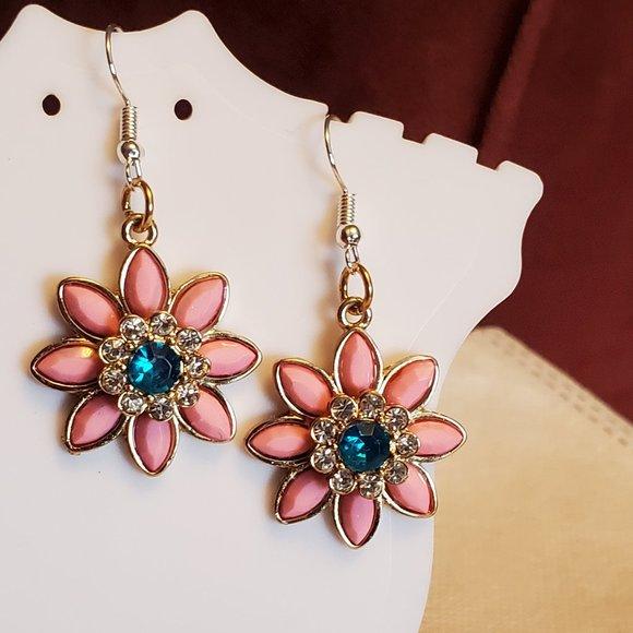 Gold Tone Flower Theme Dangle Hook Earrings Style